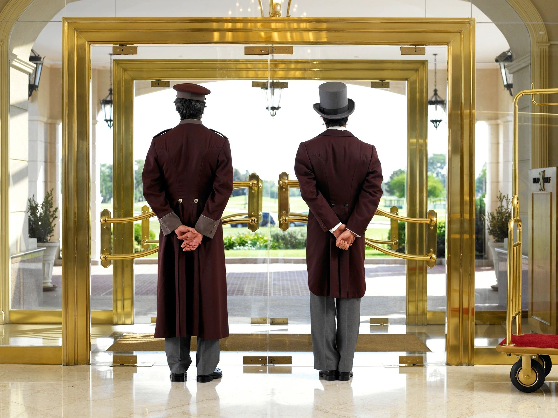 Outsourcing Hotel Operations: Advantages and Disadvantages